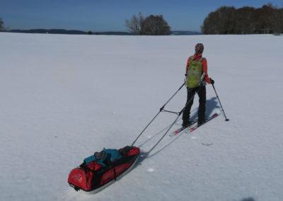 Première sortie de ski de randonnée nordique avec pulka