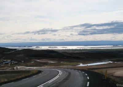 A vélo ringroad N° 1, la descente vers Reykjahlid, au fond Myvatn