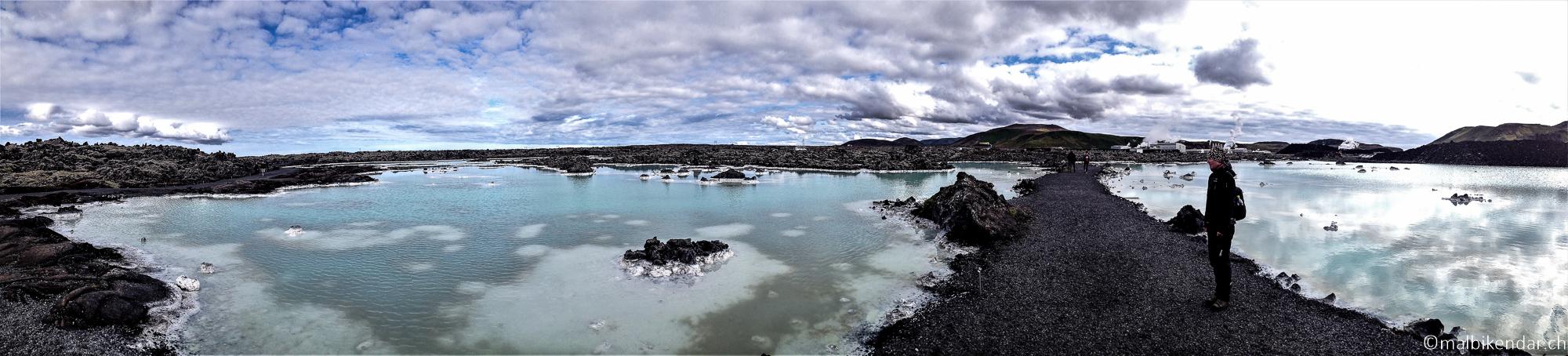 A vélo in Islande, dans les environs du Blue Lagoon