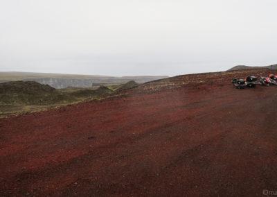 La piste rouge qui mène à Hafragilsfoss
