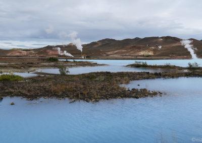Lac d'un bleu surprenant à Reykjahlid