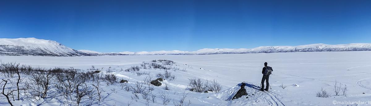 En ski sur le lac Torneträsk