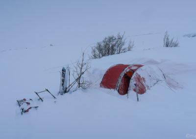 On se réveille sous la neige sur la Kungsleden