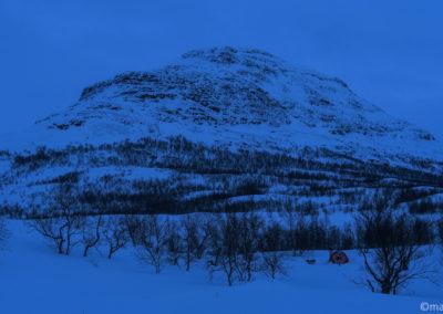 Camp avec vue sur la montagne Giron, trekking hivernal