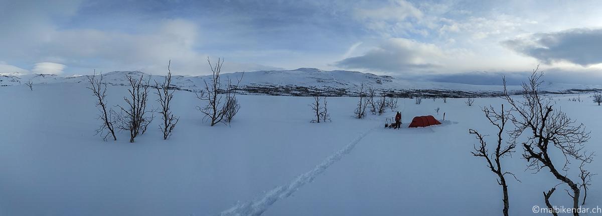 Notre camp dans la vallée Gamaeatnu Kamajakka