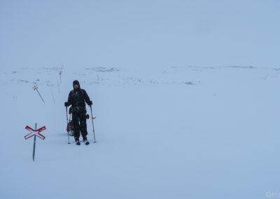 Le vent se lève à nouveau dans l'infiniment blanc sur la Kungsleden