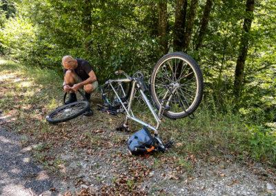 Jura à vélo 2020 - crevaison